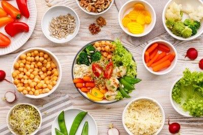 apéritif avec crudités et chips de légumes