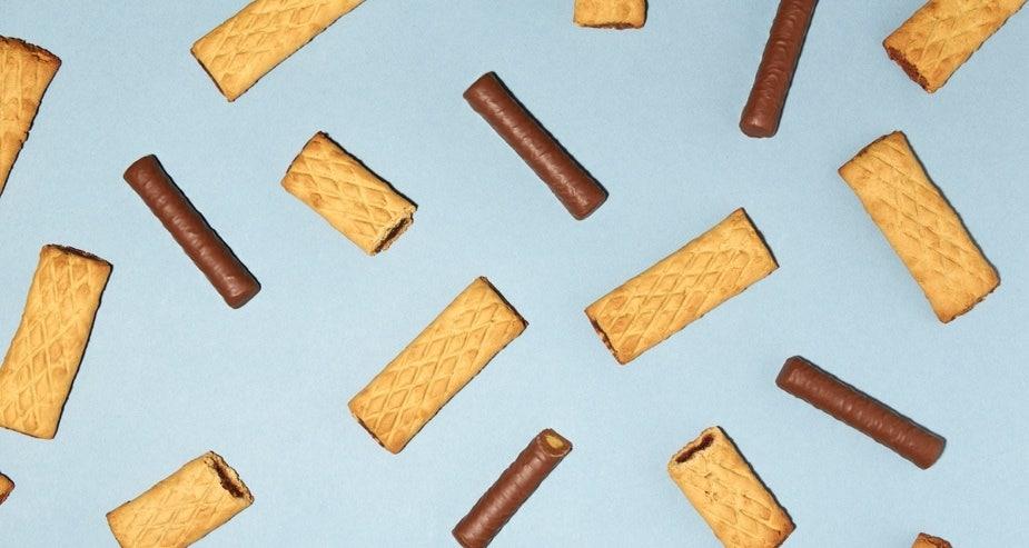 Barres fourrées et barres repas chocolatées Gerlinéa sur fond bleu